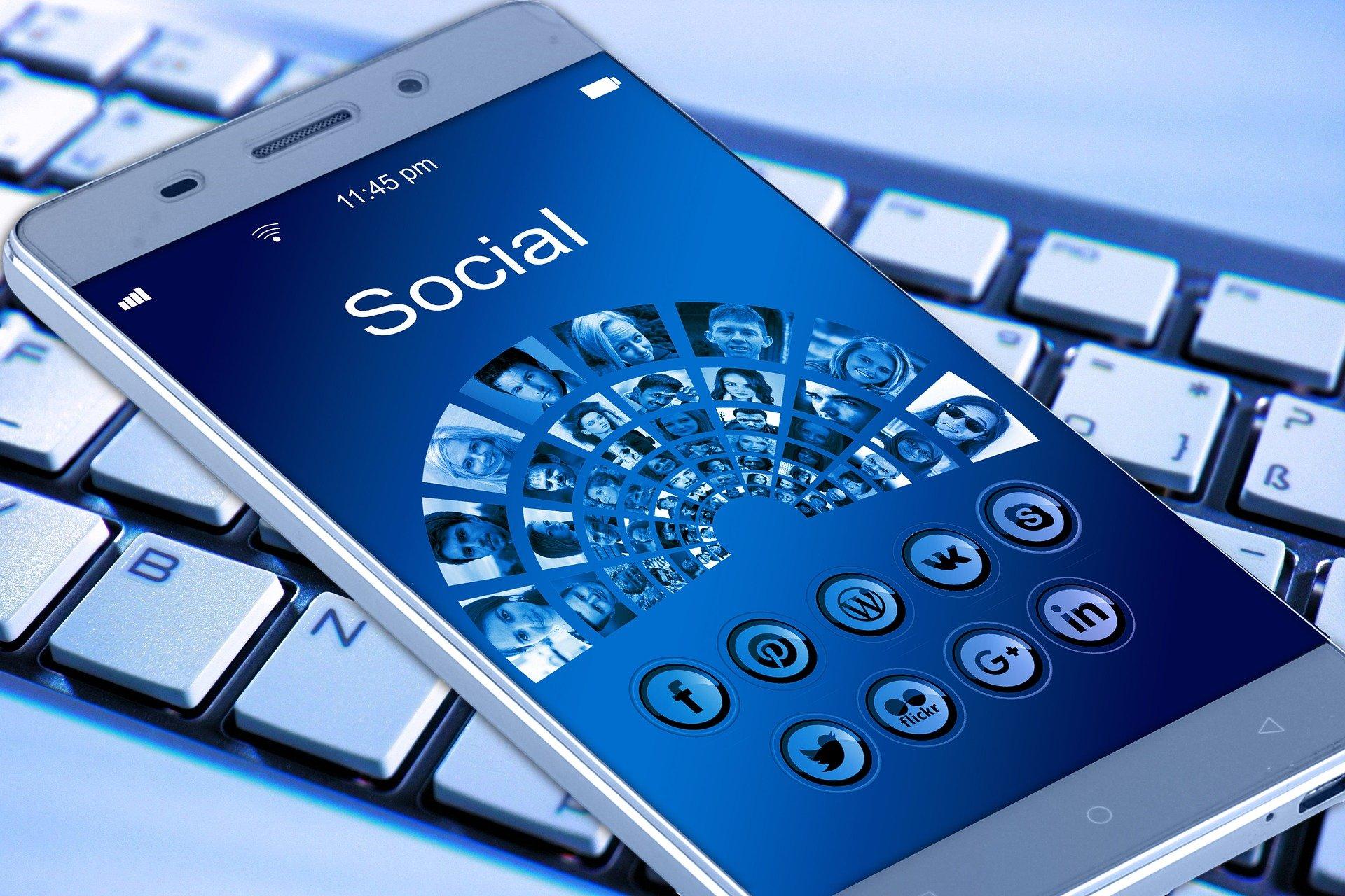 Social Media: An Approach for Authors